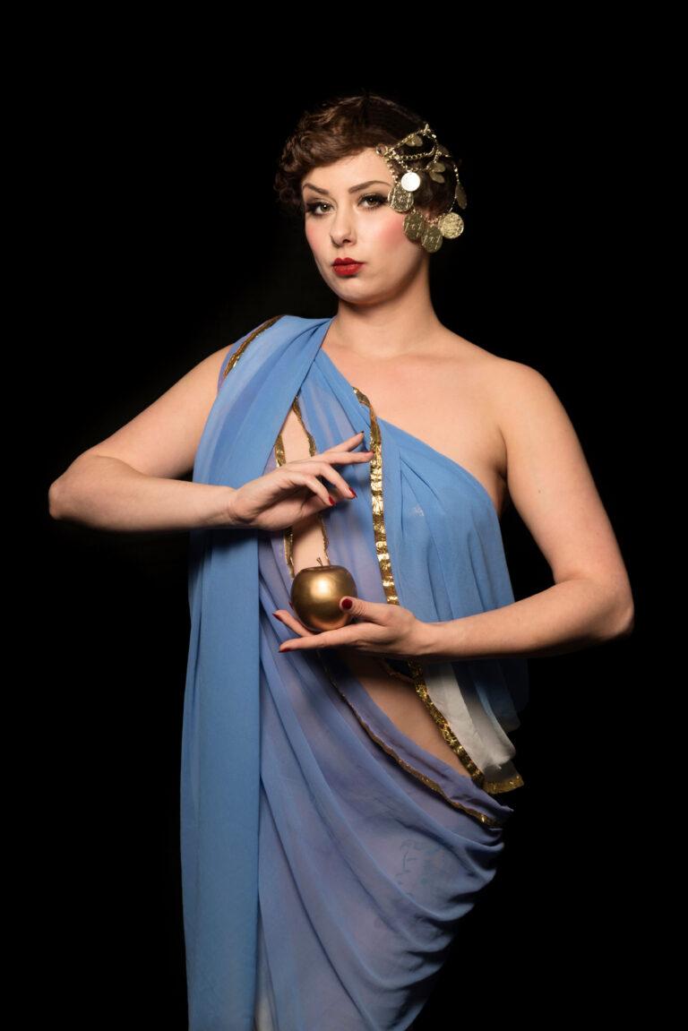 ;iss Elinor Divine Göttin der Burlesque und Burlesqueperle vom Rhein